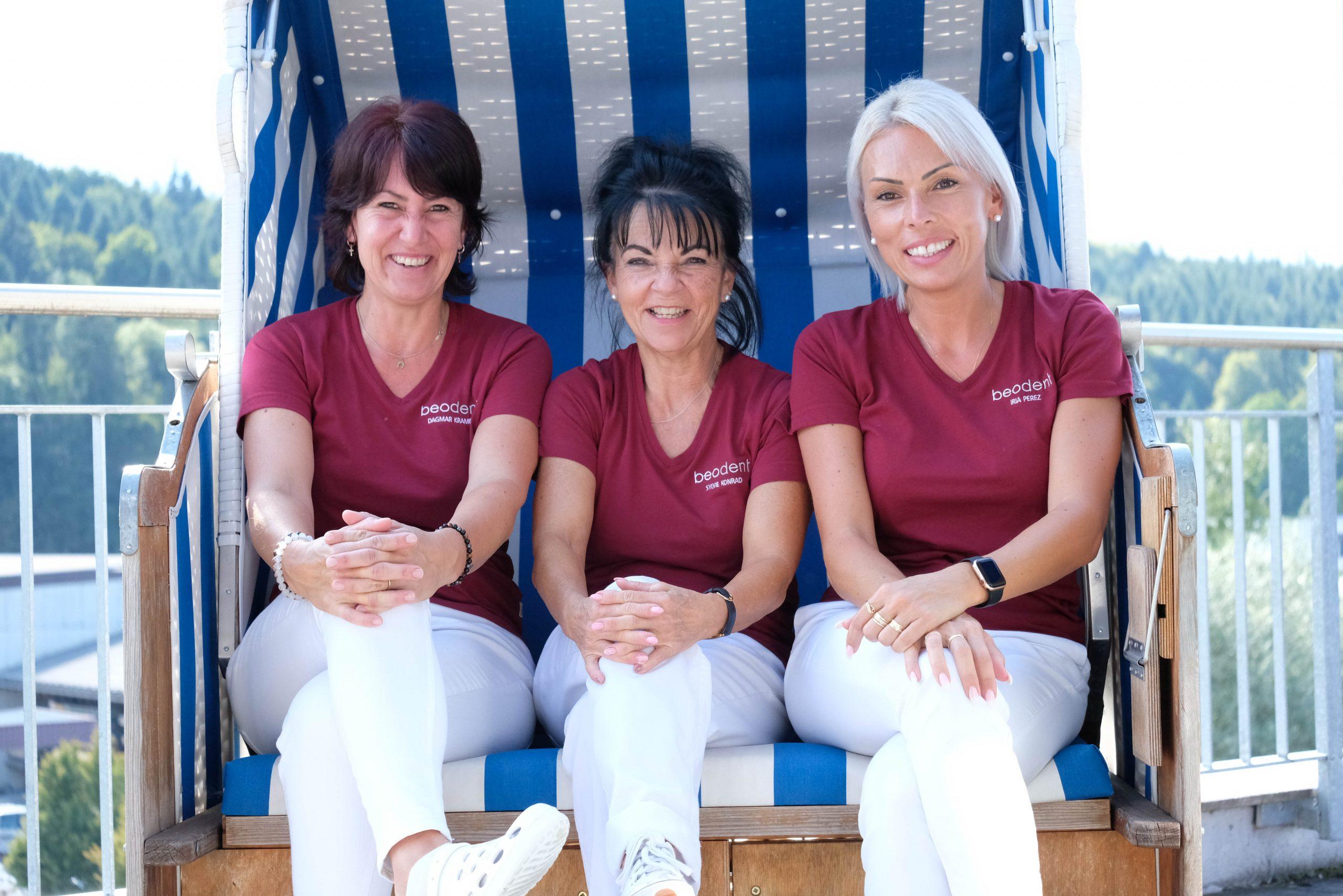 Zahnarztpraxis Thun (Gwatt) Teamfoto Frauen